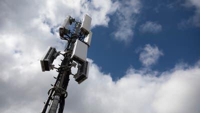 Eine 5G-Antenne. Gegen diese Mobilfunkantennen hat ein Einwohner Felben-Wellhausens eine Petition gestartet. (Bild: Keystone / Peter Klaunzer)