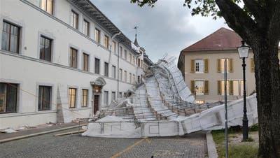 Das Baugerüst am Solothurner Rathaus ist eingestürzt. (Noëlle Karpf)