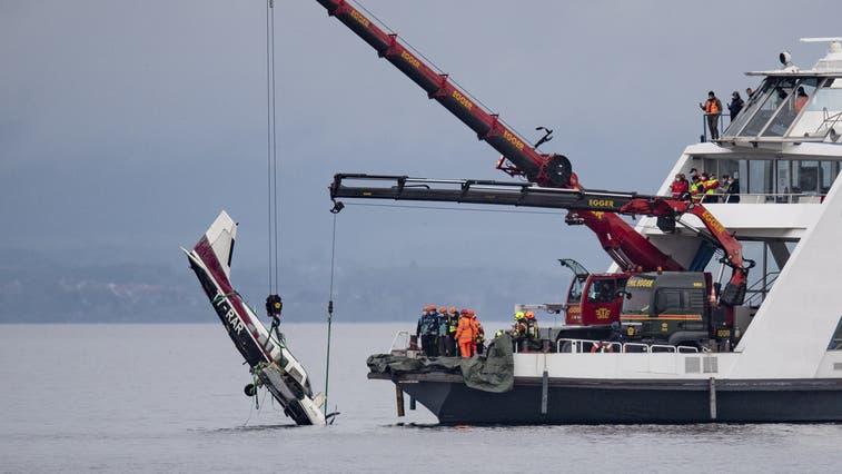Die letzte grosse Bergungsaktion: Am Mittwoch, 12. Mai 2021, holten Polizei, Schifffahrt und weitere Instanzen mit vereinten Kräften ein abgestürztes Kleinflugzeug aus dem See. (Bild: Gian Ehrenzeller / Keystone)