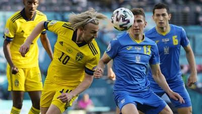 Alvaro Morata (links) erzielt das Game-Winning-Goal für Spanien. (Keystone)