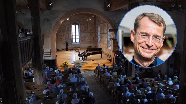Schon 2020 macht das Gstaad Menuhin Festival Erfahrungen mit reduzierter Belegung der Kirche: Andras Schiff und Patricia Kopatchinskaja bei Pop-up Festival 2020. (Bild: Gstaad Menuhin Festival)