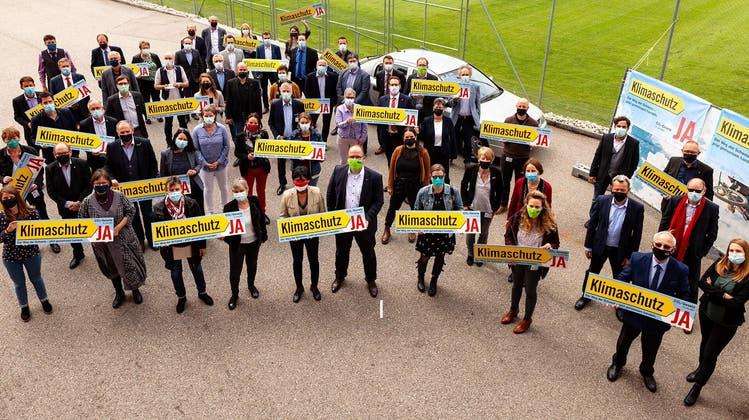 Kantonsrätinnen und Kantonsräte aus verschiedenen Fraktionen sprechen sich für ein Ja zum CO2-Gesetz aus. (Zvg)