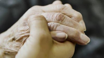 Manche älteren Leute sind auf einen Beistand angewiesen. (Bild: Fotolia)