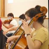 Proben mit Sicherheitsabstand und Maske: das Toggenburger Orchester am Proben. (Bild: Sascha Erni)