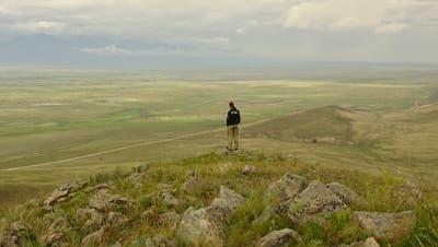 Nicht nur karg: Im Frühsommer ist die Steppe von einem sanften Grün überzogen. (Bild: zvg)