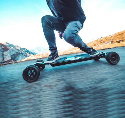 Elektromobilität-Trend geht in die nächste Runde: Jetzt kommen E-Koffer, E-Skateboard und E-Rollschuhe