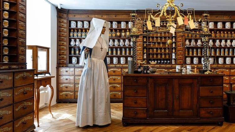 Das Aussergewöhnliche an dieser Apotheke ist, dass das meiste Invertar noch aus dem 18. Jahrhundert stammt. (Hanspeter Bärtschi)
