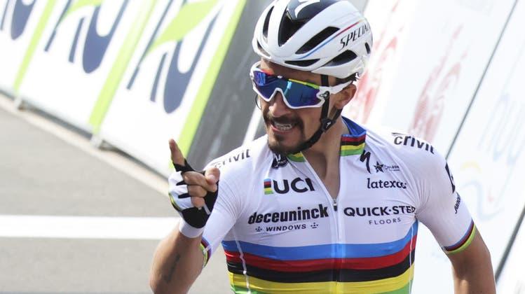 Der Weltmeister und Sieger der Flèche Wallone ist ein Spezialist für Eintagesrennen. Dass Alaphilippe aber auch an Rundfahrten mithalten kann, hat der 28-jährige Franzose an der Tour de France 2019 gezeigt, als er 14 Tage lang das gelbe Leadertrikot trug.  An der Tour de Suisse fährt er auf einem Rad im Regenbogendesign – den Farben des Weltmeisters. (AP Photo/Olivier Matthys)