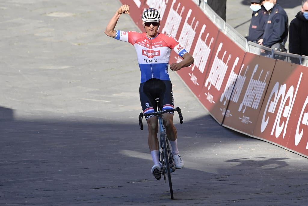 Mathieu van der Poel ist auf jedem Velo Weltklasse. Der niederländische Ausnahmekönner fährt Radquer, Mountainbike und auf der Strasse. Bisher gelingt ihm die Balance zwischen den Disziplinen eindrücklich. Nach seinen Weltcup-Einsätzen auf dem Mountainbike, kehrt er wie Konkurrent Thomas Pidcock an der Tour de Suisse auf die Strasse zurück.
