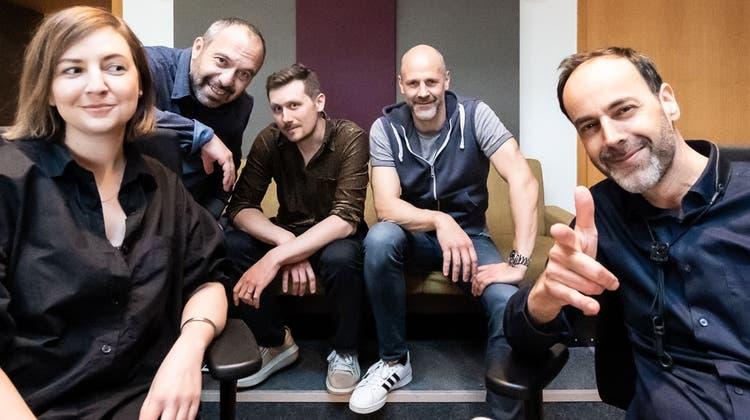 Peter Lenzin (r.) und die Mitmusiker seines neuen Albums «Here & Now»: Heidi Caviezel, Sakis Hatzigeorgiou, Jan Geiger und Stephan Reinthaler (v.l.).