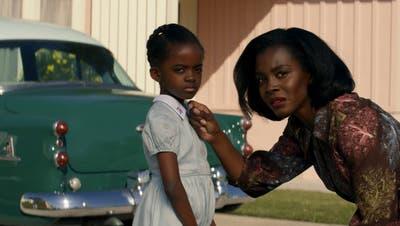 Die Unterdrückung der Schwarzen in Amerika begleitet uns auch diesen Monat durchs Fernseh- und Kinoprogramm. Etwa mit der Mini-Serie von Amazon «Them» über eine Familie, die in den 1950ern in ein weisses Quartier zieht. (Bild: Amazon Prime)