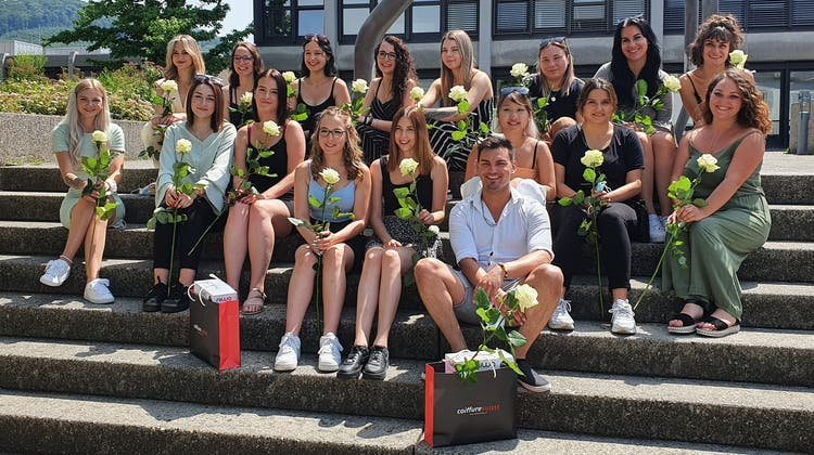 Die 19 Absolventen und Absolventinnen des EFZ Coiffure. (zvg)