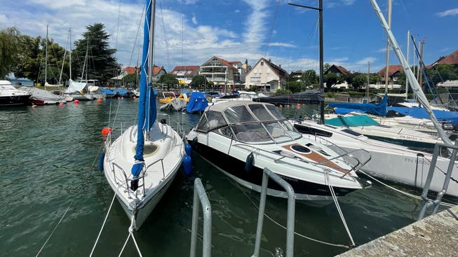 Harbor in Hagnau: If you don't have your own boat, you can get on a liner to Altnau (Thurgau), among other things.