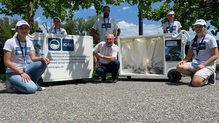 Stadtrat Thomas Beringer (Mitte) mit den IGSU-Botschaftern. (Bild: PD)