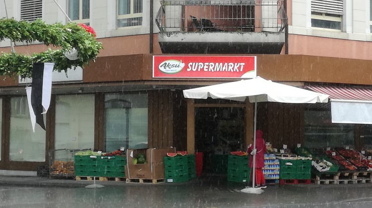 Im Gebäude mit dem Supermarkt befindet sich auch das Konkursamt, das sich mit dem Laden beschäftigt. (Bild: Claudia Meier (30.Juni 2021))