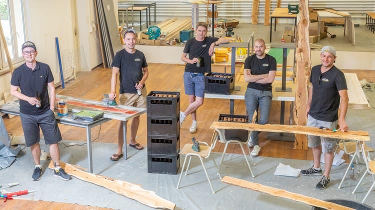 Die Köpfe hinter derPop-up-Bar: Pascal Hunziker, Andreas Siegrist, Marco Jost, Florian Brunner und Daniel Heer (von links). (Bild: Fabio Baranzini)