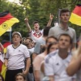 Deutsche Fans in München während des Spiels zwischen Deutschland und Portugal. (Bild: Keystone)