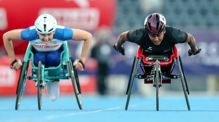 Kampf um den dritten Platz über 400 Meter: Alexandra Helbling (rechts) setzt sich schliesslich knapp gegen Melanie Woods aus Grossbritannien durch und holt sich ihre 13. EM-Medaille. (Tadeusz Skwiot)