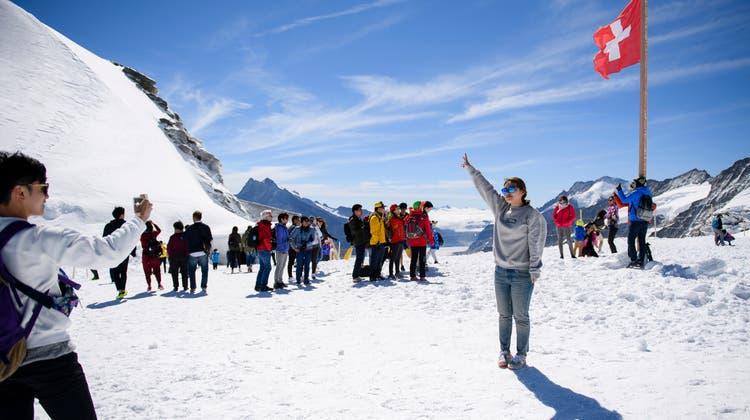 Touristen auf dem Jungfraujoch (Archivbild 2016). (Manuel Lopez / Keystone)