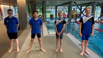 Die erfolgreiche Silber-Staffel des Schwimmklubs Flös Buchs mit Julian Diez, Amir Zargartou, Julien Hitzert und Levente Nagypál (von links). (Bild: PD)