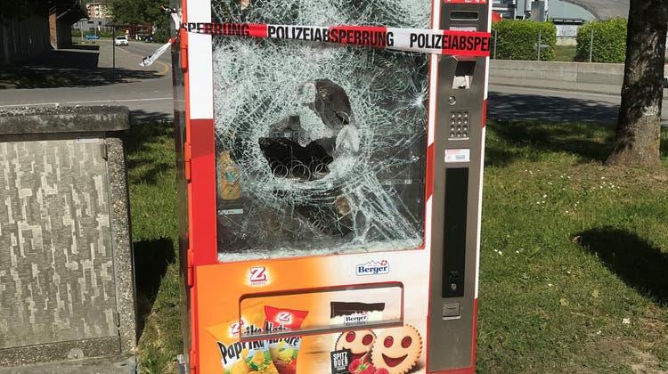 Der Selecta-Automat im Gebiet Aufeld in Brugg war noch nicht lange in Betrieb. (Dieter Minder)