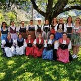 Die 16 Absolventinnen des Bäuerinnenkurses an der Diplomfeier. (Bild: PD (Gurtnellen, 2. Juni 2021))
