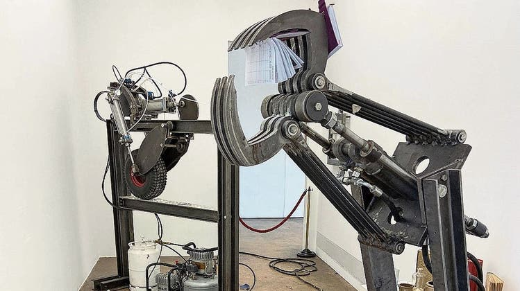 Ausstellung im Akku Emmen: «Dinge. Stillleben bis heute». Im Bild: Zwei «Destructive Machines» von Antoine Zgraggen. (Bild: Susanne Holz (Emmenbrücke, 2. Juni 2021))