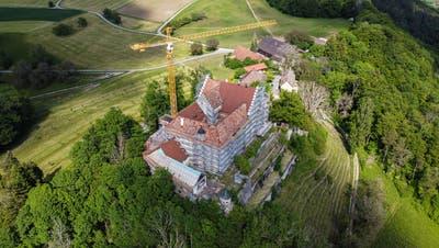 Seit elf Jahren eine Baustelle: Das Schloss Sonnenberg bei Stettfurt ist immer noch im Umbau. (Bild: Reto Martin)