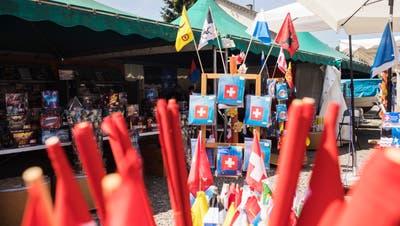Vor allem zum 1. August hin decken sich Herr und Frau Schweizer mit privatem Feuerwerk ein. (Symbolbild: Britta Gut)