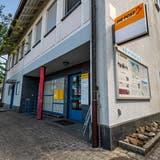 Die Poststelle in Ermatingen wird geschlossen und zieht als Agentur in den Kiosk am Bahnhof ein. (Bild: Reto Martin)