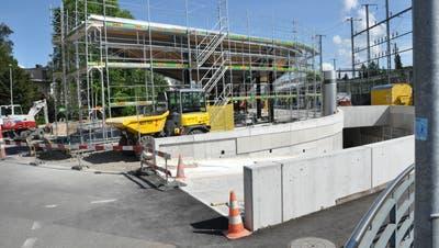 Die Tiefgarage ist so weit fertig, dass oben drüber die neuen Busterminals entstehen können. Der Baurechtsvertrag mit den SBB wird für die Gemeinde nun deutlich günstiger. (Nathalie Wolgensinger)