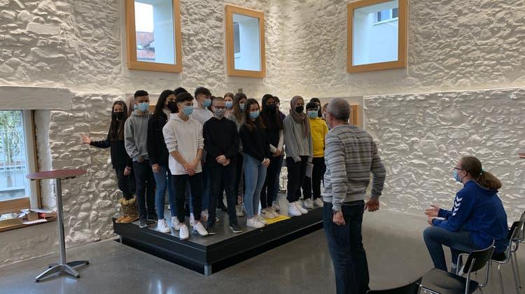 Die Bezirksschulklasse 2e von Daniel Güntert bei den Proben für das Theaterstück «Schlössli-Geister». (Ilir Pinto (17. Februar 2021))