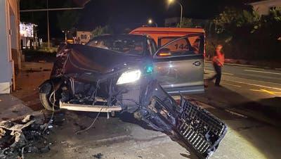 Am Auto entstand ein Totalschaden. (Bild: zvg / Kapo AG)