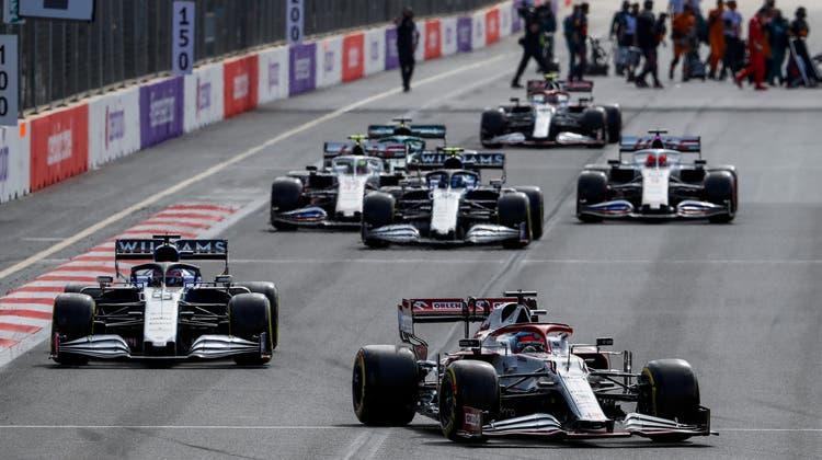 Das Rennen war geprägt durch Crashs und Unterbrechungen.Kimi Räikkönen (vorne) im Alfa Romeo holt einen WM-Punkt. (Freshfocus)