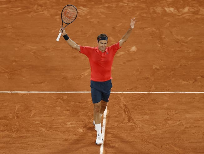 Sunday night, 0.45 a.m. local time in Paris.  Maybe that was Roger Federer's last cheer at the French Open.  In front of empty ranks.