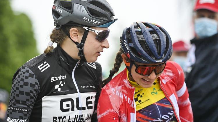Marlen Reusser (links) und Elise Chabbeysind die besten Schweizerinnen an der Tour de Suisse. (Gian Ehrenzeller / Keystone)