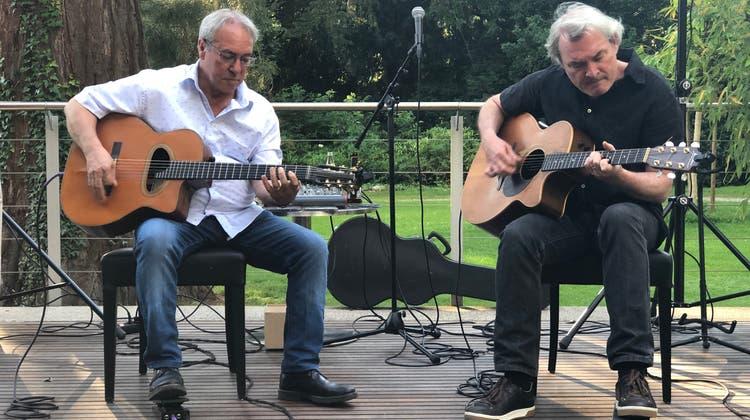 Nic Niedermann und Toni Donadio (l.) aka Tonic Strings geben im Juli wieder ein Konzert auf der Terrasse des Joy mit Blick in den Badener Kurpark. (Christine Zenz)
