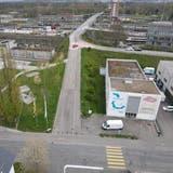 Die Grenzacherstrasse mit der Brücke, die von Muttenz in den Hardwald und in Richtung Birsfelden führt und saniert werden muss. (bwi)