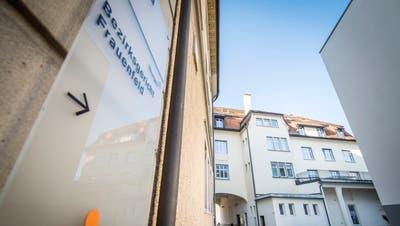 Der Eingang zum Bezirksgericht Frauenfeld an der Zürcherstrasse 237a. (Bild: Reto Martin)