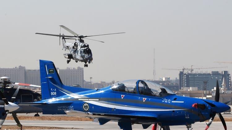 Eine PC-21 auf einem Luftwaffenstützpunkt in der saudischen Hauptstadt Riad. (Fayez Nureldine / AFP)