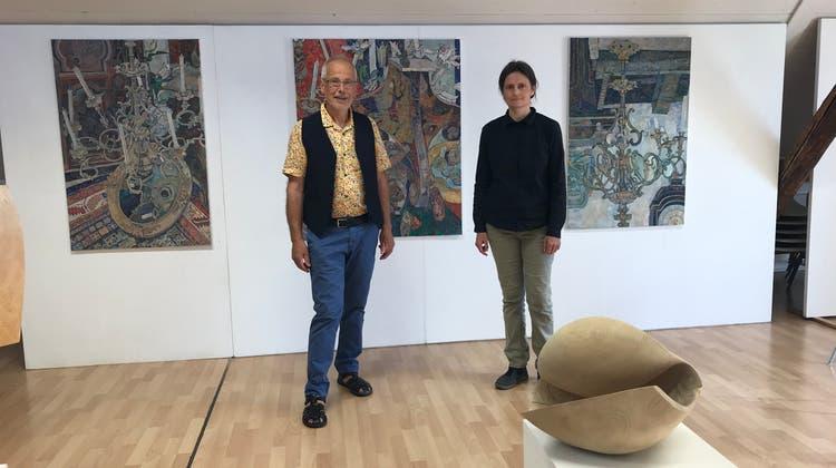 Die aktuelle Ausstellung im Näijerehuus zeigt Werke des Bildhauers Alois Herger (Solothurn) und der Malerin Masha Petrushina (Langnau i.E.). (Vanessa Simili)
