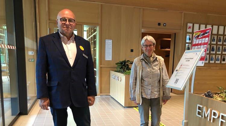 Michael Hunziker (l.), Geschäftsleiter des Alterszentrums Obere Mühle und Heidi Berner, Verwaltungsratspräsidentin (Florian Wicki)