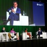 Wirtschaftsforum Thurgau: Moderatorin Mona Vetsch (zweite von rechts) im Gespräch mit Peter Spuhler, Karin Frick und Dieter Bachmann. (Bilder: PD (Amriswil, 8. Juni 2021))