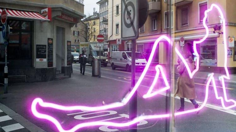 An der Zürcher Langstrasse dürfen Prostituierte seit dem 1. Juni wieder arbeiten. (Keystone)