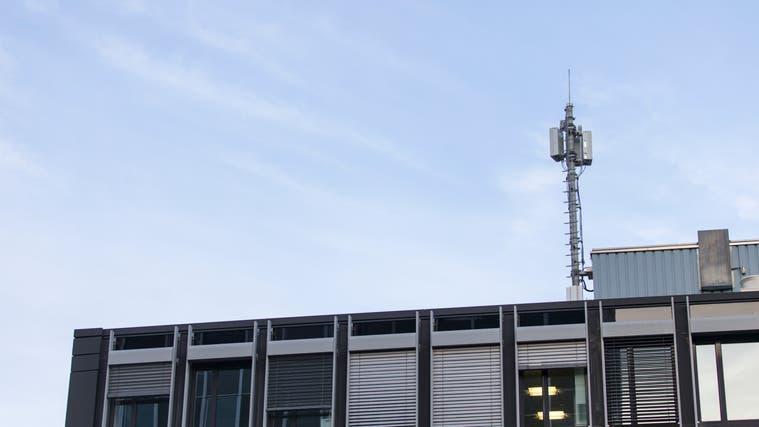 Eine der ersten 5G-Antennen im Bezirk wurde in Baden an der Bruggerstrasse installiert. (Claudio Thoma (20.Februar 2019))