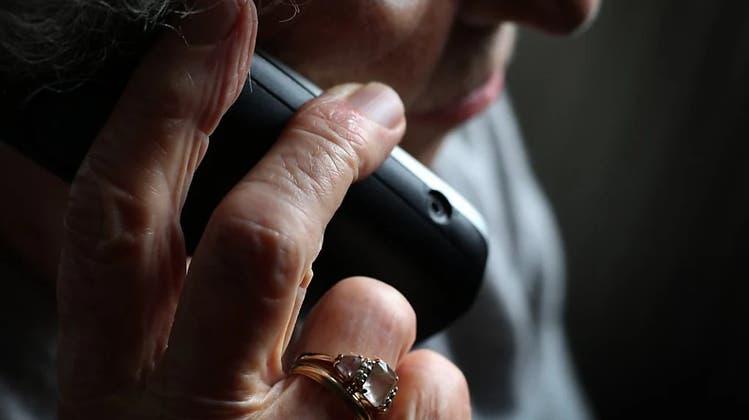 Eine 85-Jährige wurde Opfer eines Telefonbetrügers. (Symbolbild) (Keystone)