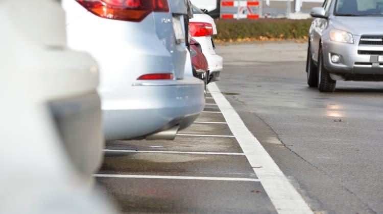 Bald keine Parkplatzpflicht mehr bei Neubauten? Vereine und Parteien sind sich uneinig. (Donato Caspari)