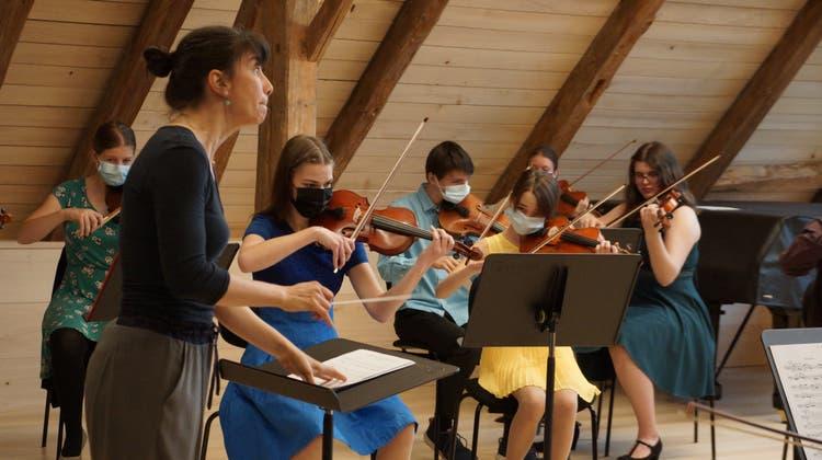 Das Jugendorchester Freiamt bei den Proben zum Jubiläumskonzert «Kra Kra Krabat». (zvg)