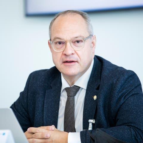 Christoph B. Egger, stv. CEO, verlässt das Spital ebenfalls.