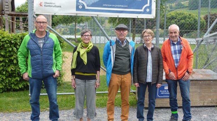 Sie packen die Vereinszukunft von Pétanque Obwalden engagiert an (v.l.): Alois Kathriner, Doris Schmutz, Hugo Odermatt (Präsident), Susi Bucher und Lukas Joller. (PD)